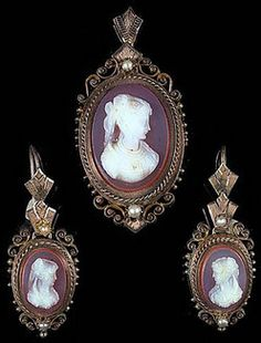 Victorian Sardonyx Cameo Three-Piece Suite, Consisting Of A Brooch And Pair Of Earrings In 14k Yellow Gold Etruscan Revival Mounts, With Natural Pearls - Anerican   c.1875-1885  -  Prices4Atiques