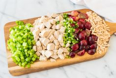 The BEST Creamy Greek Yogurt Chicken Salad with dill, grapes, and almonds. No mayo, gluten free, and 21 day fix diet friendly. Recipe at wellplated.com | @wellplated