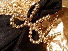 Dê um toque especial à sua mesa de casamento e surpreenda aos seus convidados com os detalhes criados pela Stile Perfetto. Com muito bom gosto vendemos os mais delicados acessórios (Guardanapo; porta guardanapo; sousplats),  que imprimem um estilo elegante e ainda compõem a decoração escolhida pelos noivos.