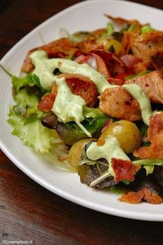 Try these low carb lettuce boats with peri peri prawns, Greek yogurt, tomato salsa, jalapeños and avocado Packed with healthy fats to get you lean oil lean in 15 Enjoy Your Meal, Avocado Dressing, Good Food, Yummy Food, Cooking Recipes, Healthy Recipes, Happy Foods, Tasty Dishes, No Cook Meals