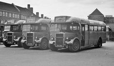 share an enthusiasts memories of more interesting days for transport - mainly about buses but other forms of transport too Beetles Volkswagen, Volkswagen Bus, Vw Camper, Vintage London, Old London, Old Photos, Vintage Photos, Old Lorries, Routemaster