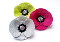 The red felt retro poppy with it's super sleek, clean and simple design has proved so popular that I have decided to introduce some new colours into the collection! Made from zesty lime green felt, this version of the retro poppy corsage has been decor. Felt Flowers, Fabric Flowers, Diy Flowers, Poppy Flowers, Knitted Poppies, Poppy Craft, Poppy Brooches, Sewing Projects, Projects To Try