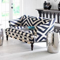 Love the graphic quality of this navy and white sofa.  Look at the fringe!