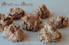 Brutti ma buoni ricetta facile biscotti alle nocciole e albume il mio saper fare Pilsbury Biscuit Recipes, Biscuit Dough Recipes, Butter Biscuits Recipe, Easy Biscuit Recipe, Cookie Recipes, Italian Biscuits, Italian Cookies, Italian Desserts, Sicilian Recipes