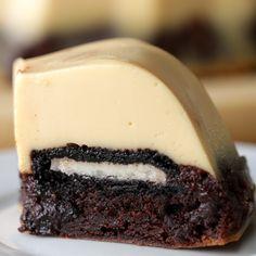 Brownie Oreo Flan Brownie brownie y flan receta Oreo Brownies, Brownie Oreo, Easy Desserts, Delicious Desserts, Yummy Food, Gourmet Desserts, Plated Desserts, Tasty, Flan