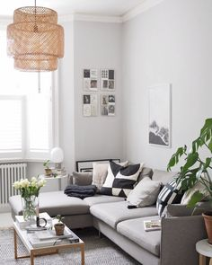 Small Space Inspiration: Find Here The Best Small Living Room Ideas Nordic Living Room, Simple Living Room, Small Living Rooms, Living Room Sofa, Living Room Interior, Living Room Designs, Living Room Decor, Dining Room, Simple Interior