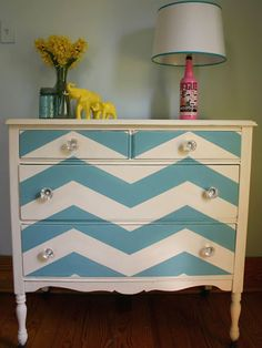 chevron dresser - LOVE THIS! Paint a thrift store dresser with a fun shade in this chevron pattern and create a real statement piece. For an added surprise, paint the inside of the drawers a bright contrasting color! Shabby Chic Furniture, Painted Furniture, Chevron Furniture, Refinished Furniture, Furniture Making, Home Furniture, Repainting Furniture, Funky Furniture, Furniture Ideas