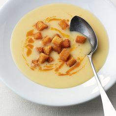 Kartoffelsuppe mit Paprika-Croûtons Rezept | Küchengötter