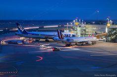 Night Flight - Düsseldorf International Airport by Ruben Becker