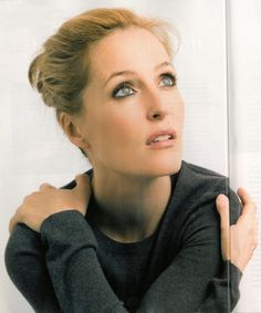 Gillian Anderson eye makeup & face