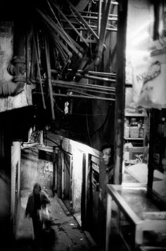 "Magnum Photos - Patrick Zachmann Hong Kong 1987. Kowloon, ""The Walled City"" The most densely populated place in the world, its inhabitants never saw the daylight in the winding alleys; pipes dripped water constantly"