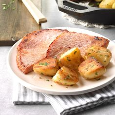 Country Ham and Potatoes Recipe -The browned potatoes give simple ham a tasty touch. Not only do the potatoes pick up the flavor of the ham, but they look beautiful! Just add veggies or a salad and dinner's done. Home Recipes, Dinner Recipes, Cooking Recipes, Healthy Recipes, Skillet Recipes, Dinner Ideas, Beef Recipes, Dinner Suggestions, Copykat Recipes