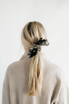 Whether tied around your neck, the handle of your tote, or in your hair this floral vine bandana adds a vintage-inspired finish to any look. Carlson Young, Pretty Hairstyles, Wavy Hairstyles, Hairstyle Ideas, Wedding Hairstyles, Hair Day, Locks, Hair Lengths, Hair Goals