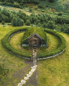 Nordic grass roof house Backyard Landscaping Ideas Landscaping and Garden Project Idea Project Difficulty: Simple Mariti Design Jardin, Garden Design, Casa Dos Hobbits, Jardin Decor, House Roof, Cabins In The Woods, Garden Projects, Wood Projects, Belle Photo