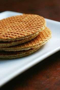 Stroopwaffels (Belgium favorite - syrup waffles) One of our favorites! Pancakes And Waffles, Waffle Recipes, Cookie Recipes, Dessert Recipes, Dutch Cookies, Dutch Waffle Cookies Recipe, British Baking, Dutch Recipes, Pancake