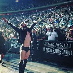 wwe @finnbalor enters @thegarden! #WWEMSG  2017/07/08 11:02:52
