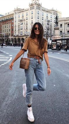 12 grundlegende und stilvolle Looks von María Valdés – Bluse in Tönen - Mode Outfits Mode Outfits, Fashion Outfits, Fashion Tips, Fashion Trends, Fashion Ideas, Jean Outfits, Converse Fashion, Fashion Hacks, Outfits With Mom Jeans