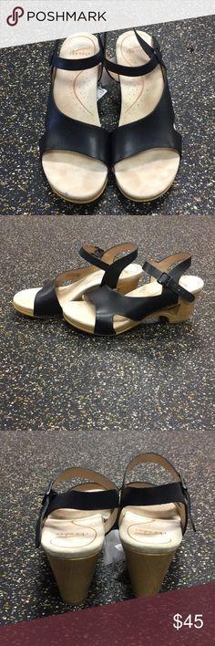 Dansko sandals Black strap open toe w/ cutout in heel P-167 Dansko Shoes Sandals