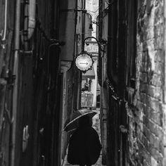 Trattoria en Venecia. #Venecia #rain #blackandwhite #street #alley