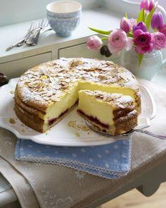 Unser beliebtes Rezept für Himmlischer Käsekuchen mit Mandelkruste und mehr als 55.000 weitere kostenlose Rezepte auf LECKER.de.