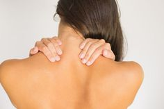 These natural home remedies for stiff neck should be appealing to those people who are putting up with - well - a real pain in the neck! A stiff neck is one Mid Back Pain, Severe Lower Back Pain, Lower Back Pain Relief, Upper Back Pain, Muscle Pain Relief, Relieve Back Pain, Causes Of Stiff Neck, Causes Of Back Pain, Stiff Neck Remedies