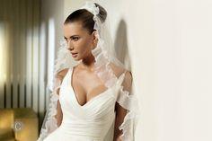 Per essere escelente nelle foto, il Make-up di Matrimonio, Trucco Sposa Truccatrice raccomanda di non usare colori brillanti e luccicanti.