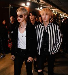"""these backstage pics of yoongi and jimin have the exact same energy"" Foto Bts, Bts Photo, Btob, Bts Bangtan Boy, Bts Jimin, Yoongi Bts, Bts Taehyung, K Pop, Fanmeeting Bts"