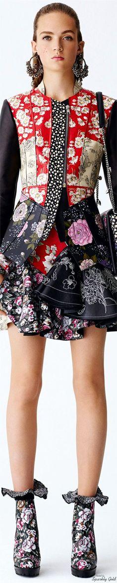 Alexander McQueen Resort 2017 Fashion Show Fashion Week, Fashion 2017, High Fashion, Fashion Show, Fashion Outfits, Womens Fashion, Fashion Design, Alexander Mcqueen 2017, Alexandre Mcqueen