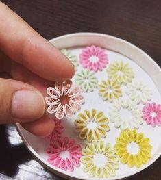 作品作りの下ごしらえ。 形になるまでは、まだまだ先になります もう少しペースをあげなければ! #paperflowers #quilling #quillingflowers #クイリング作品 #ペーパーフラワー #クイリング