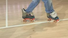 3 Roller Skate Tricks: Heels, Grapevine And The Moonwalk Bauer Roller Skates, Quad Roller Skates, Track Roller, Roller Derby Drills, New Skate, Derby Time, Keep Fit, Roller Skating, Things That Bounce