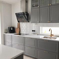 How to clean your kitchen credenza? Bodbyn Kitchen Grey, Kitchen Ikea, Black Kitchen Cabinets, Farmhouse Kitchen Cabinets, Grey Kitchens, Kitchen Furniture, Home Kitchens, Kitchen Decor, Furniture Stores