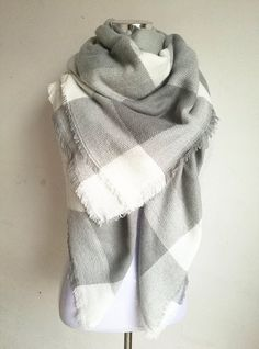 Gray and White Blanket Scarf For Fall and Winter. Plaid  CachemireFringuesChale FemmeÉcharpe ... cfb1e74d903