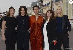 Virginie Ledoyen, Juliette Binoche, Loubna Abidar, Ariane Ascaride et Emmanuelle Béart (présidente du jury) - Ouverture du 30e Festival du Film de Cabourg en France le 8 juin 2016.