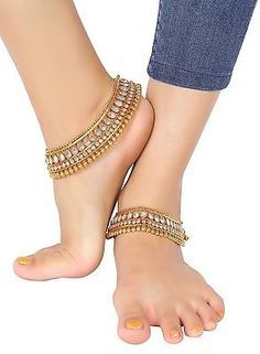 Pair of Bollywood Designer Bridal Gold Plated/Tone Indian Anklets Payal Ankle Jewelry, Feet Jewelry, Jewelry Art, Antique Jewelry, Anklet Designs, Tatto Designs, Fashion Jewelry, Women Jewelry, Silver Anklets