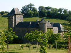 Château du Colombier Lieu dit Mondalazac à Salles la Source Aveyron France Abrite un parc animaliers