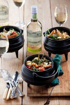 Celebrate spring and the reappearance of fresh, new-season vegetables with this delicious and healthy potjie that matches seamlessly with Drostdy-Hof. South African Dishes, South African Recipes, Braai Recipes, Gourmet Recipes, Healthy Snacks, Healthy Recipes, Detox Recipes, Pub Food, Indian Street Food