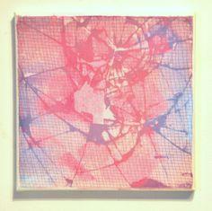 #zerschlagene #zerbrochene #Glasscheibe #broken #glass #pane #panel #abandoned #verlassener #Ort #lost #place #urban #Berlin #streetart #street #art #monochrome #monochrom #pink #blau #blue #rosa #photography #Fotografie #Photografie #Straße #Kunst