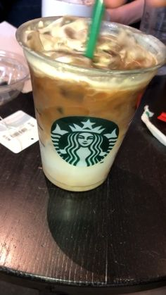 Pin by Cudi Sawas on Fotoğraf [Video] Starbucks Recipes, Starbucks Drinks, Starbucks Coffee, Coffee Drinks, Starbucks Snapchat, Snap Food, Food Snapchat, Aesthetic Food, Food Photo