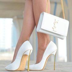 Escarpins et pochette blanche et or Yves St Laurent, accessoires chics YSL