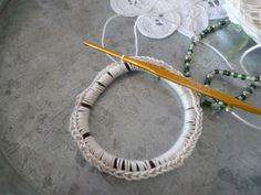 ビーズ編みこみシュシュの作り方 手順 3 編み物 編み物・手芸・ソーイング 作品カテゴリ ハンドメイド、手作り作品の作り方ならアトリエ