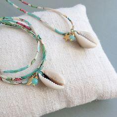 Bracelet Cauri, Liberty cousu fin, breloque et pierres semi-précieuses. Création ticha. www.ticha.bigcartel.com - Liberty bracelet with cowrie. Handmade in France.