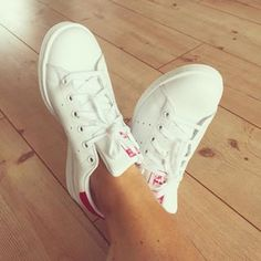 one more Stans in white/pink...in love #adidasstansmith #stansmith #adidas #sneakerlove #instasneaker #instadaily #dreiraumhaus #glüxpunkt #iphone6
