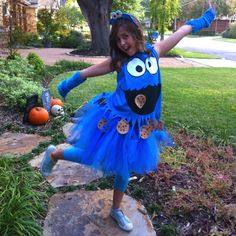 DIY cookie monster costume. I don't know why, but I love this. Maybe next year?