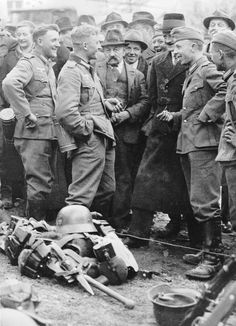 IIIReich annexation 'Anschluss' of Austria entry of 'Wehrmacht' into Austria 12 march 1938 Resting german soldiers under discussion with...
