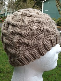 Wandering cables hat