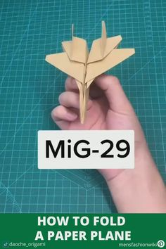 Star Wars Origami, Instruções Origami, Paper Crafts Origami, Diy Paper, Origami Plane, Origami Flowers, Paper Folding Crafts, Paper Crafts For Kids, Plane Crafts