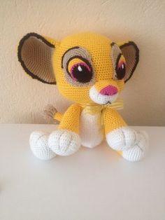 aslan simba - Açıklamalı Modellerimiz Crochet Motif, Crochet Baby, Crochet Patterns, Crochet Lion, Crochet Disney, How To Start Knitting, Amigurumi Toys, Lilo And Stitch, Crochet Animals