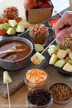 Caramel Apple Fondue - Hoosier Homemade Caramel Apple Fondue :: This fun Fall Treat is SUPER easy to serve! Make Caramel Sauce for Apples with only 5 ingredients in less than 10 minutes! Apple Recipes, Fall Recipes, Holiday Recipes, Caramel Recipes, Halloween Appetizers, Halloween Food For Party, Easy Halloween Treats, Fall Appetizers, Halloween Dinner