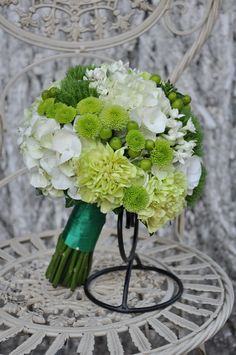 #Buchet de #mireasă cu #hortensia, #crizanteme, #garoafe, #bouvardia - #livrare în #Moldova. #bridalbouquet #wedding #flowers Weeding, Herbs, Table Decorations, Grooms, Grass, Weed Control, Killing Weeds, Herb, Spice