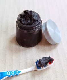 Thriving in Belgium with a Paleo Lifestyle: Homemade Mint Extract {plus homemade toothpaste}